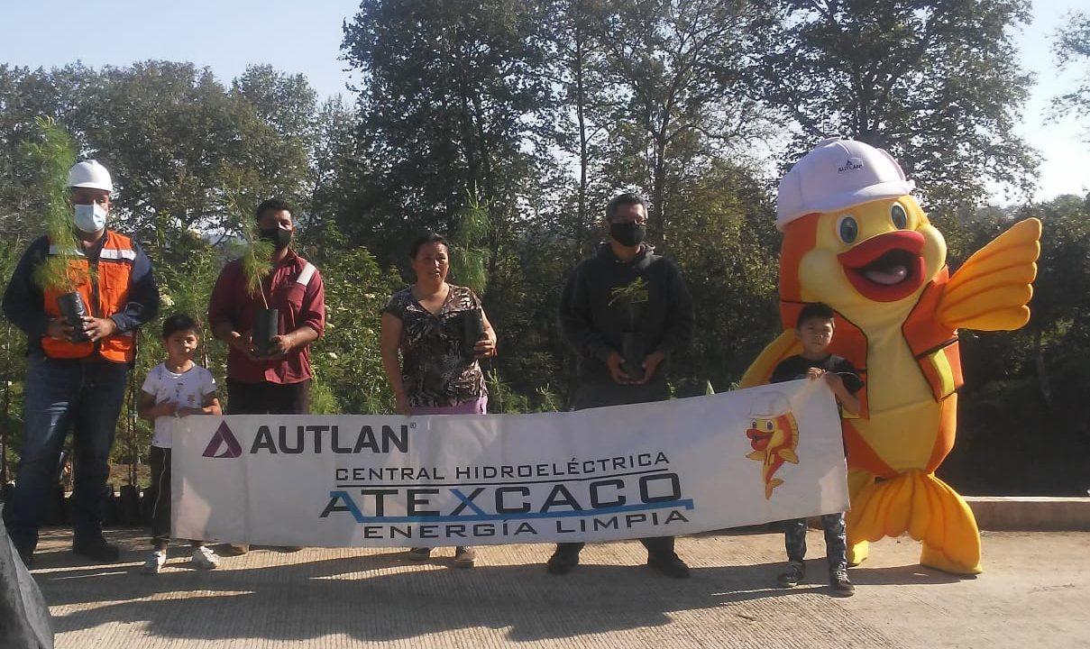 Familias teziutecas adoptan un árbol con Autlán